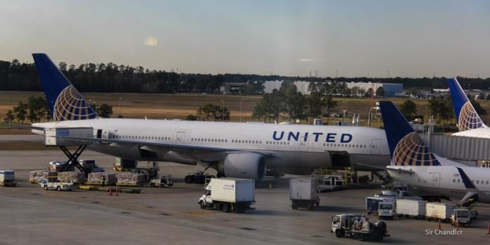 Aeropuerto principal de Houston cerrado hasta el mediodía del jueves