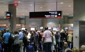 D-aeropuerto-fila
