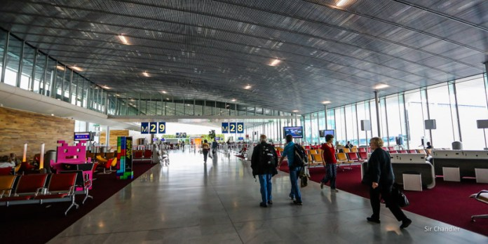Un domingo con argentinos impedidos de subir a los vuelos por falta de test PCR