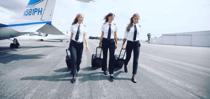 Las pilotos suecaspromocionan la valija argentina