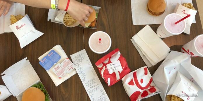 ¿Cuanto cuesta comer en un patio de comidas de shopping de USA?