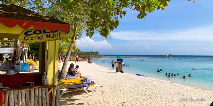 Una playa de Roatán (Honduras)