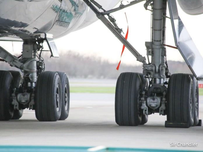 Siguen los micros en Ezeiza para los que llegan al país en los vuelos especiales