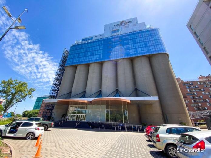 El hotel Puerto Norte de Rosario, montado sobre silos de granos