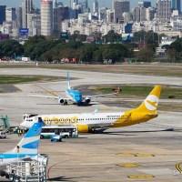 Registrando el movimiento de los aviones en Aeroparque por dos horas