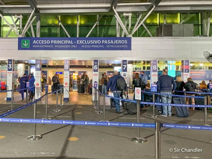 El límite de los 600 pasajeros y los nuevos requisitos para volver al país