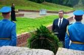 Predsednik Vučić položio venac na Spomen groblju u Sremskoj Mitrovici u znak sećanja na žrtve u Drugom svetskom ratu