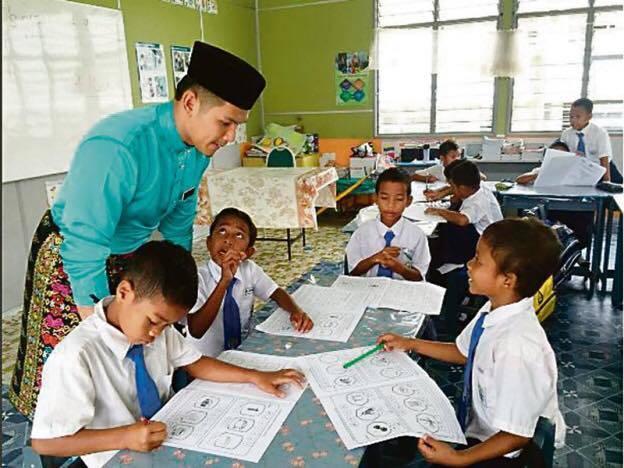 Aksi cikgu dengan murid - 1 9