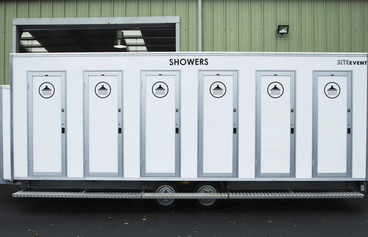 10 Bay Shower Trailer Hire • Site Equip