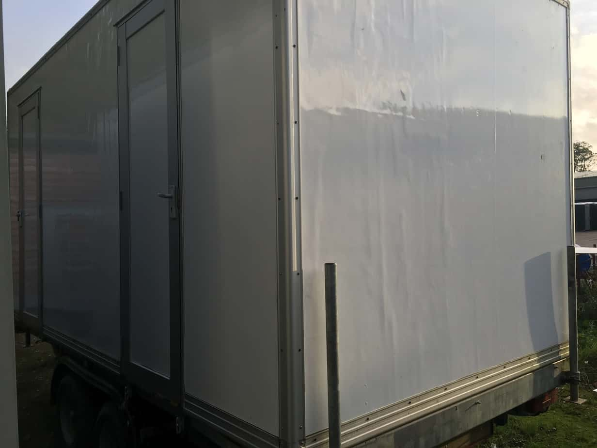 2+2 mains standard toilet trailer for sale