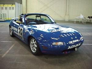 マツダの初代「ロードスター」(レース仕様)。世界で一番売れた2座オープンスポーツカーとしてギネスに記録が残っている。(撮影=bg)