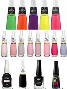 Que cores de esmaltes estão sendo usadas nas unhas?