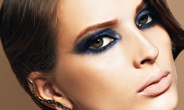 imagem ilustrativa de olho esfumado azul