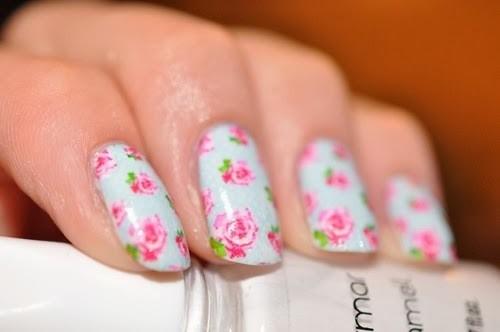 decoração de unhas com estampas de flores