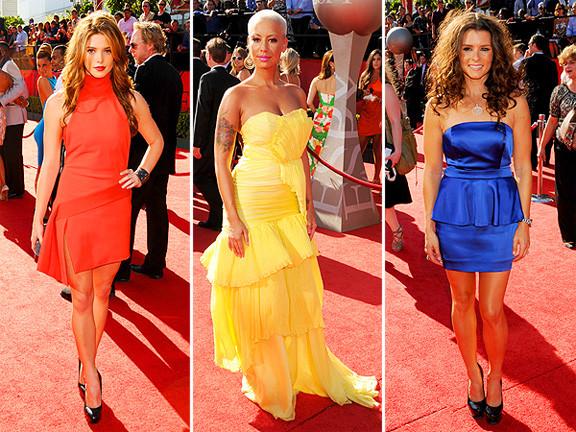 celebridades usando cores primárias