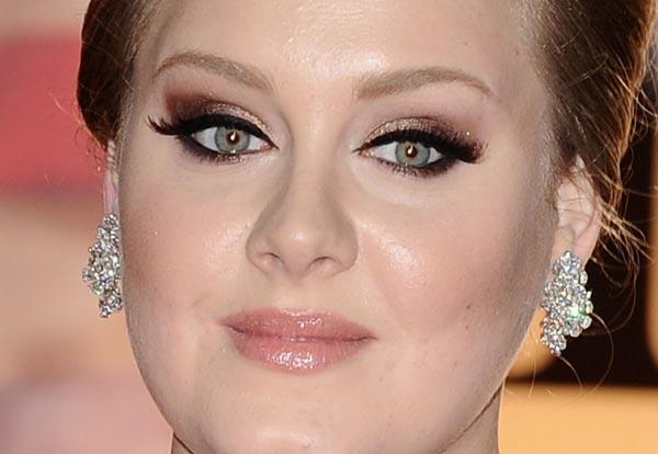 exemplo de maquiagem leve com sombra marrom