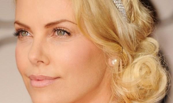 Charlize Theron inspira um modelo de maquiagem para loiras