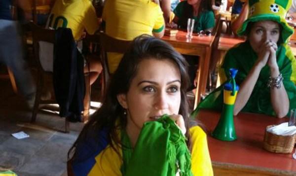 look verde e amarelo da torcida no barzinho