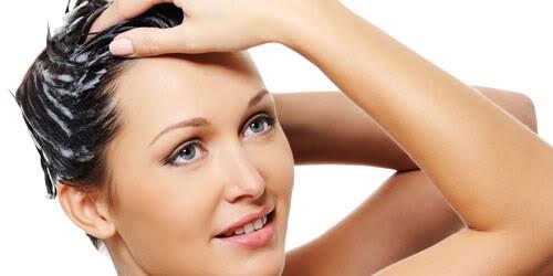 Condicionador na raiz é uma das coisas que você não deve fazer com os cabelos