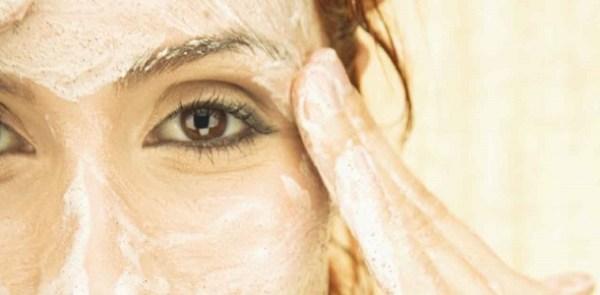 Máscara facial esfoliante para pele normal e seca