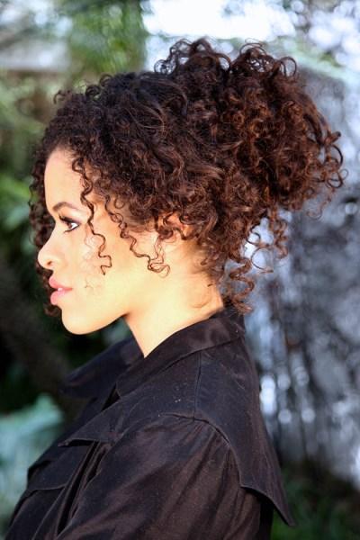 Coque com volume para cabelos afros