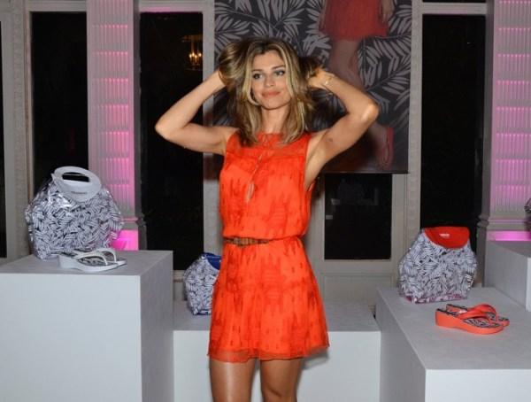 Grazi Massafera com vestido laranja, cor para você criar looks do verão