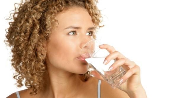 Beber pouca água causa rugas