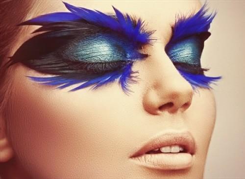 Maquiagem de carnaval para mulher pálida