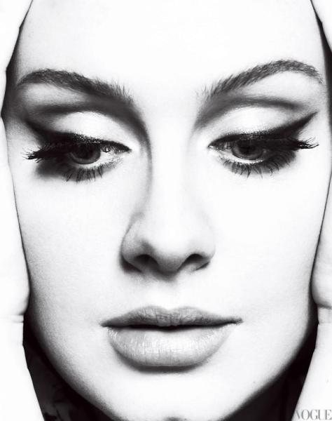 delineado gatinho é também a marca registrada de Adele