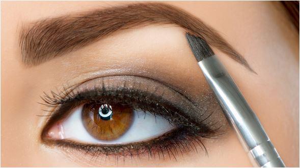 Sombra ajuda a definir as sobrancelhas