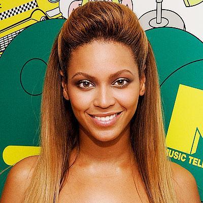 Beyoncé usa penteados lisos