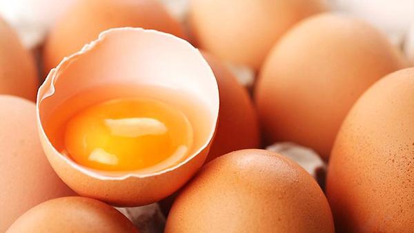 ovos para combater o frizz no cabelo