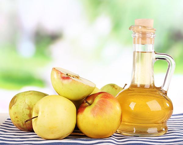 vinagre de maçã para combater o frizz no cabelo