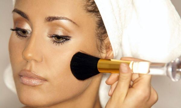 maquiagem para cobrir as espinhas