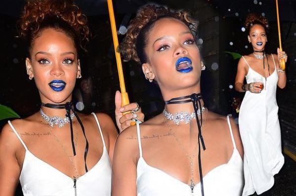 Rihanna de botam metálico azul