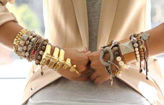 Mix de pulseiras na moda verão 2016