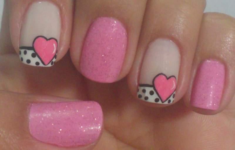 foto de unhas decoradas com coração