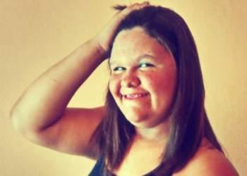 Jovem morre eletrocutada enquanto usava chapinha, na Bahia