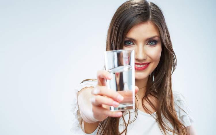 água deixa a mulher mais bonita