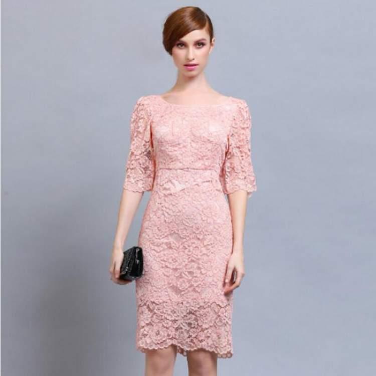 Vestido cor-de-rosa para noiva casar no civil