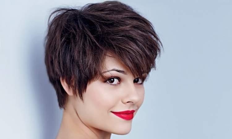 Pixie hair com volume no topo da cabeça é um dos cortes de cabelo mais desejados e modernos do momento