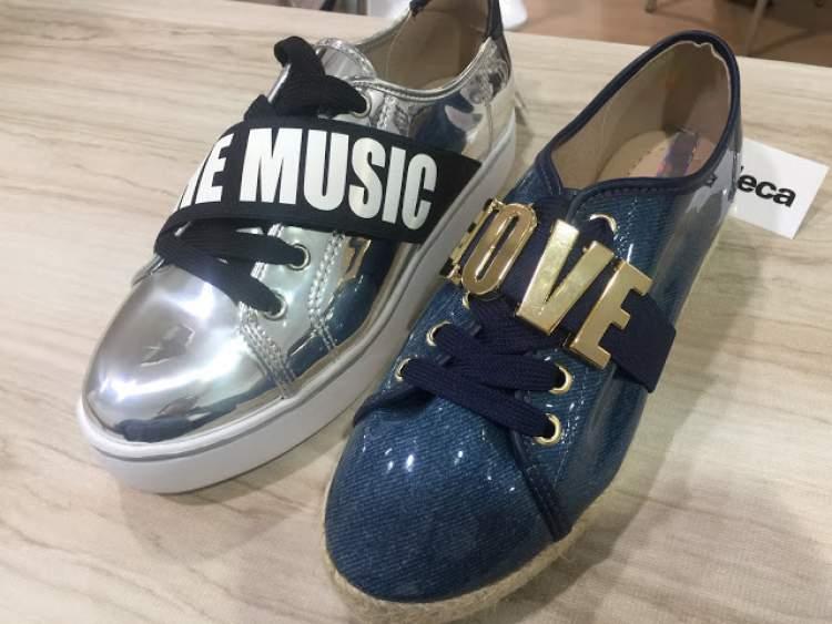 sapatos com mensagens são tendências no inverno 2017