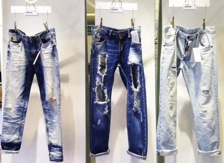 Calça jeans rasgada é uma das tendências que vão bombar no verão 2018