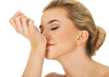 Este simples truque fará seu perfume durar muito mais