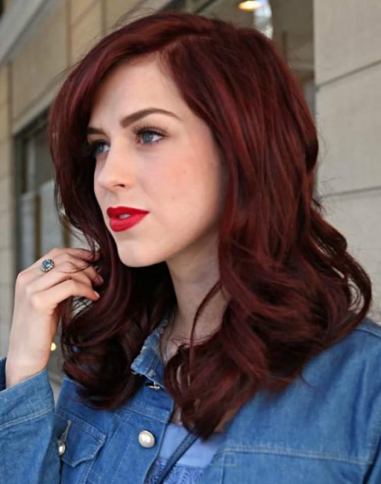 Ruivo quase vermelho é uma das tendências em cores de cabelo 2018