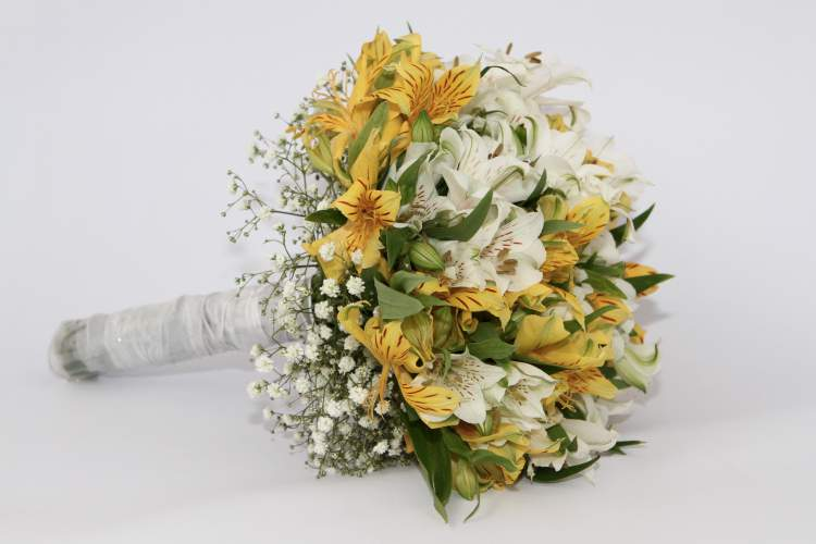Astromélia é uma das flores para buquês e arranjos