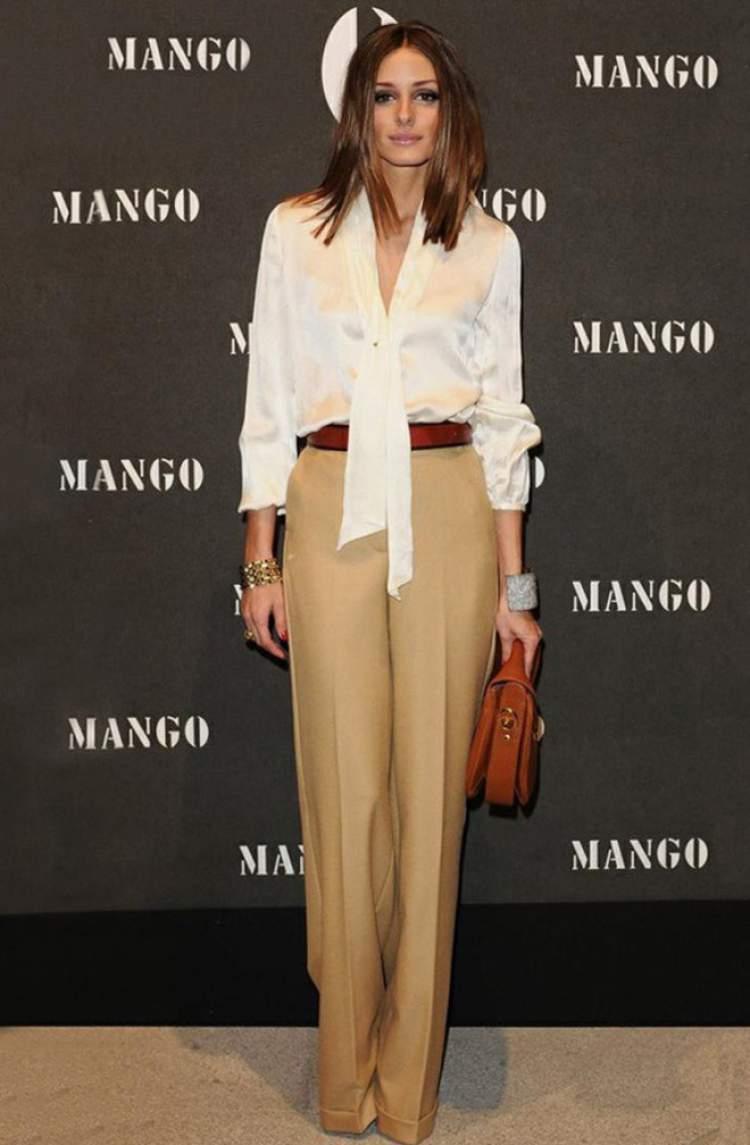 Calça de alfaiataria é camisa branca é uma ótima escolha para você vestir para um jantar formal