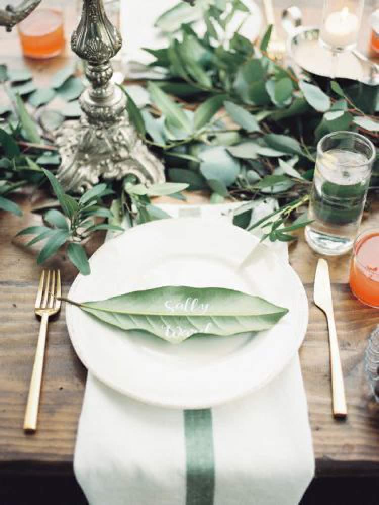 Como substituir o papel por folhagens na decoração de casamento