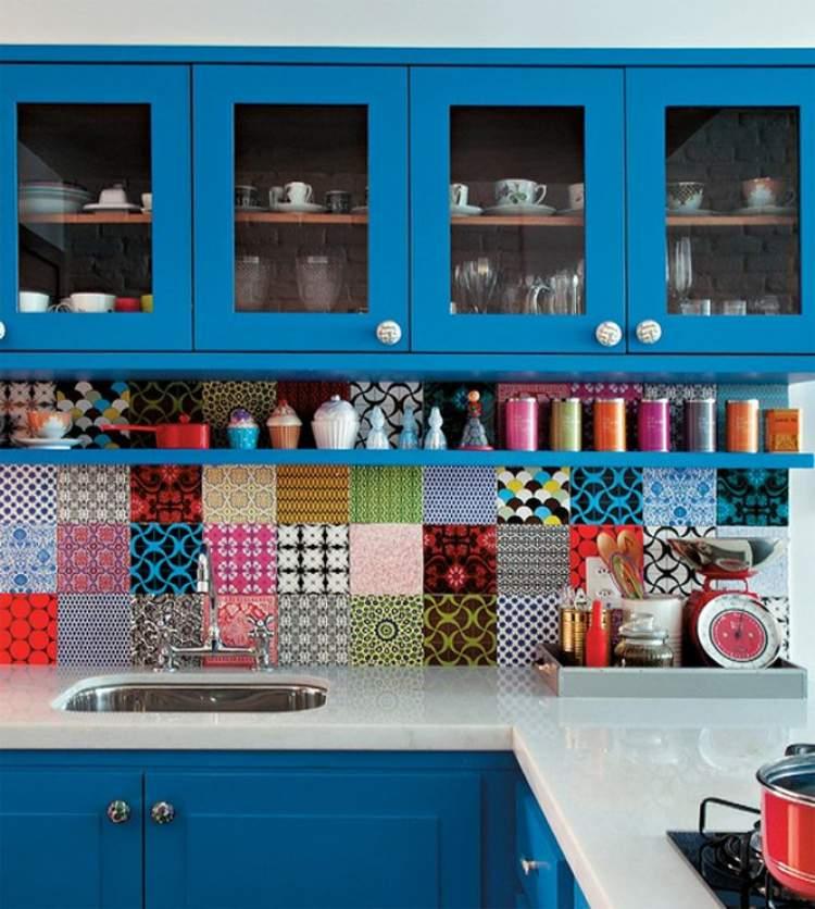 Azulejos coloridos ajuda na decoração criativa e barata para transformar sua casa