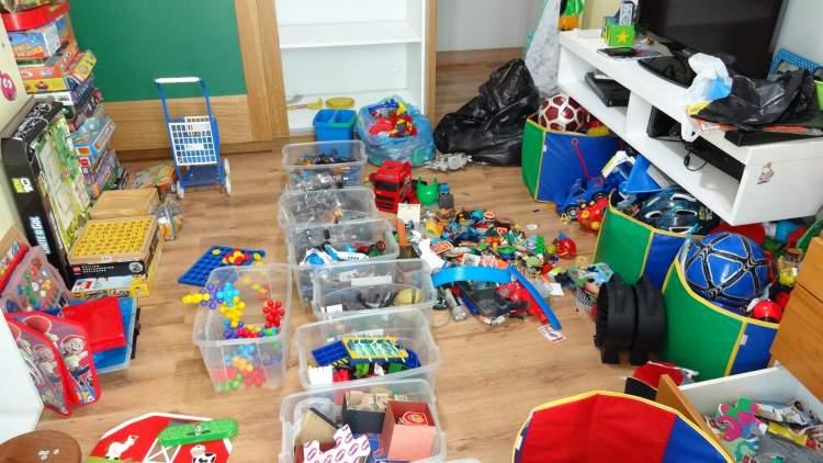 Objetos e brinquedos pequenos devem ser tirados do quarto do bebê imediatamente
